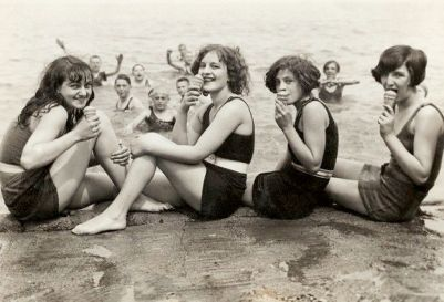 Jersey Shore 02 Girls at the Beach